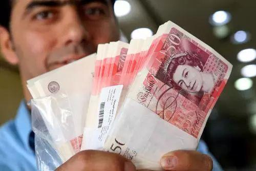 """中国留学生被骗抢2000镑!我们就那么像""""待宰羔羊""""?"""