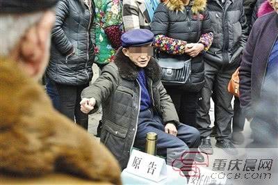 花光积蓄治疗尿毒症 七旬老汉把两女儿告上法庭讨生活