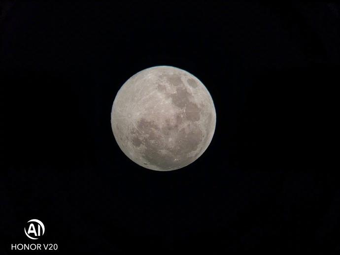 荣耀V20拍月亮很好看,背后的辅助仪器你知道吗?