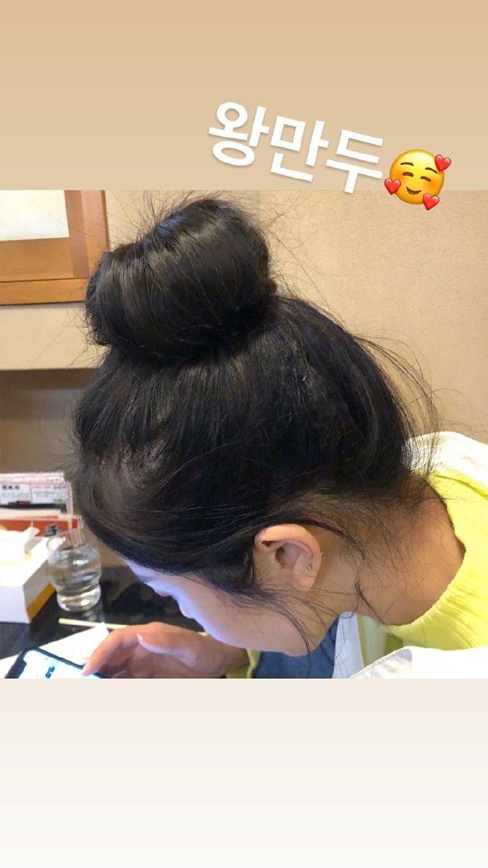 女朋友一直在旁边玩手机怎么办 这么可爱当然选择原谅她啊_App