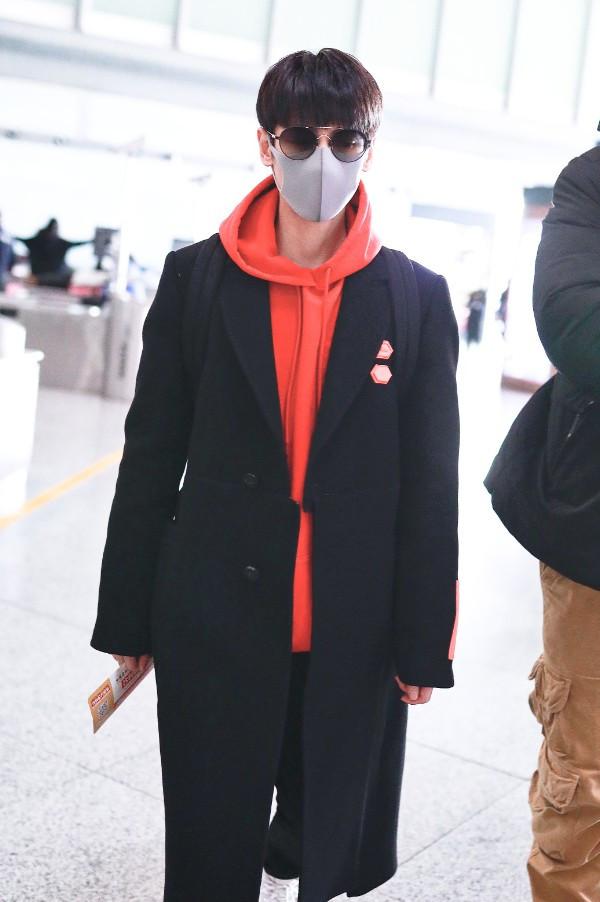 男星冬日穿搭我只服罗云熙,把呢子大衣穿出活力感,内搭是关键!