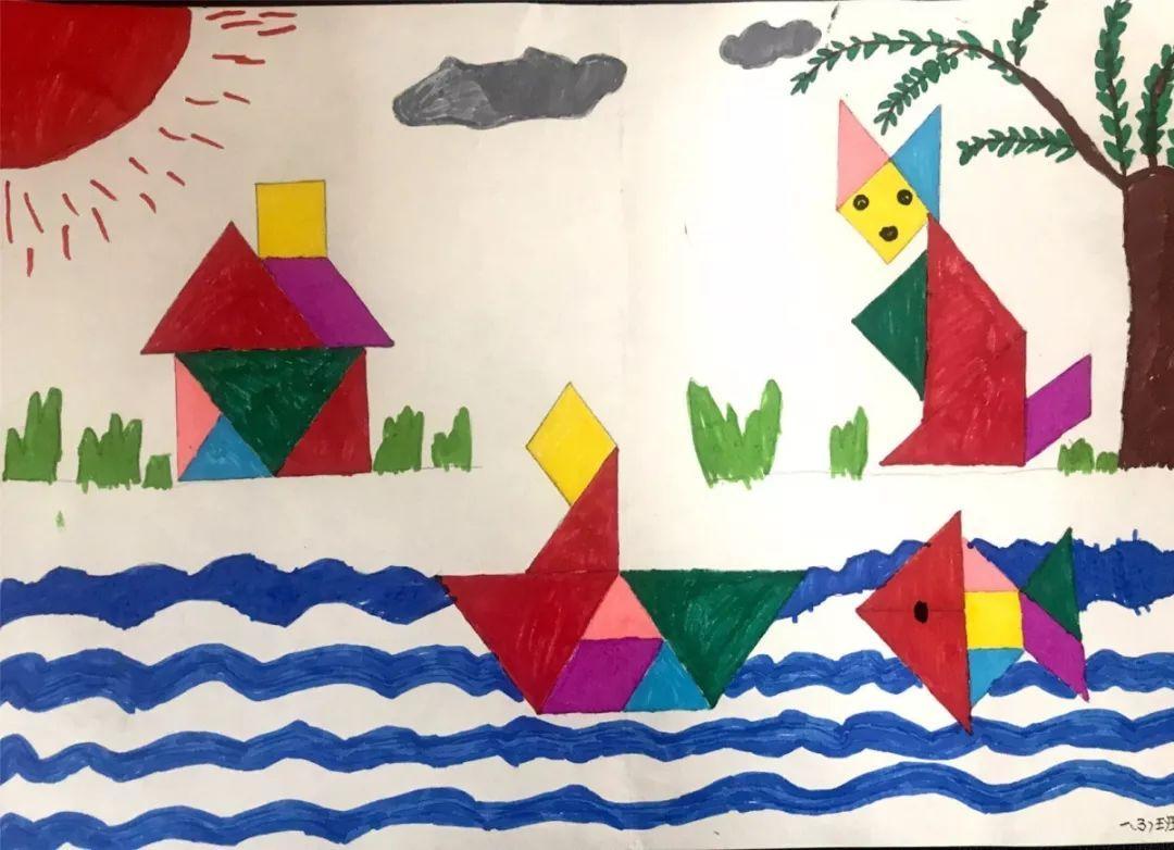 七巧板拼图既能锻炼孩子们的动手能力,又能开发他们的智力,让孩子在