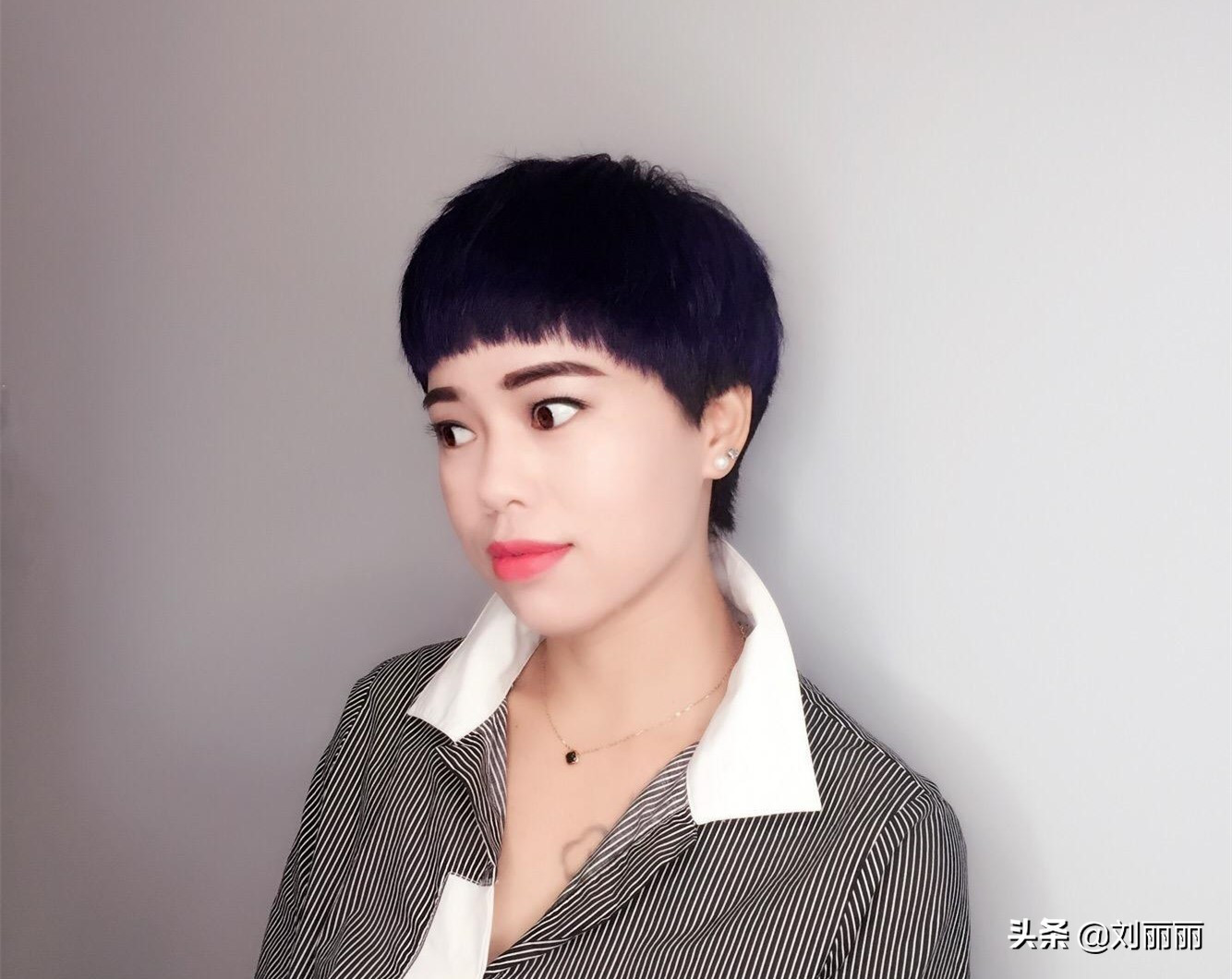 """2019中年女性流行""""蓬松盖盖头"""",时尚,修颜,显年轻图片"""