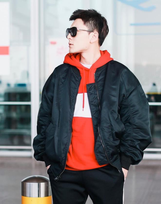 潮男的正确打开方式,陈翔穿夹克+连帽卫衣,穿出帅气清爽风!