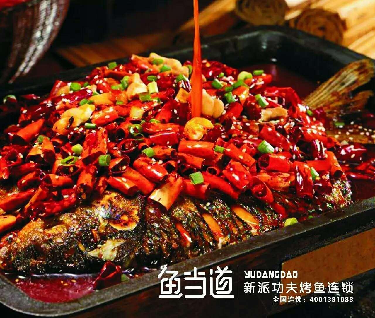等水烧开后用筷子拨成像鱼的形状