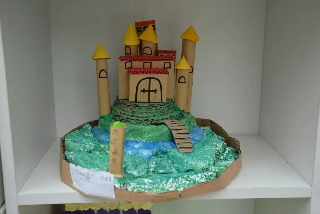 创意作品展点燃开学季 南阳市实验学校举行瓦楞纸创意作品展评