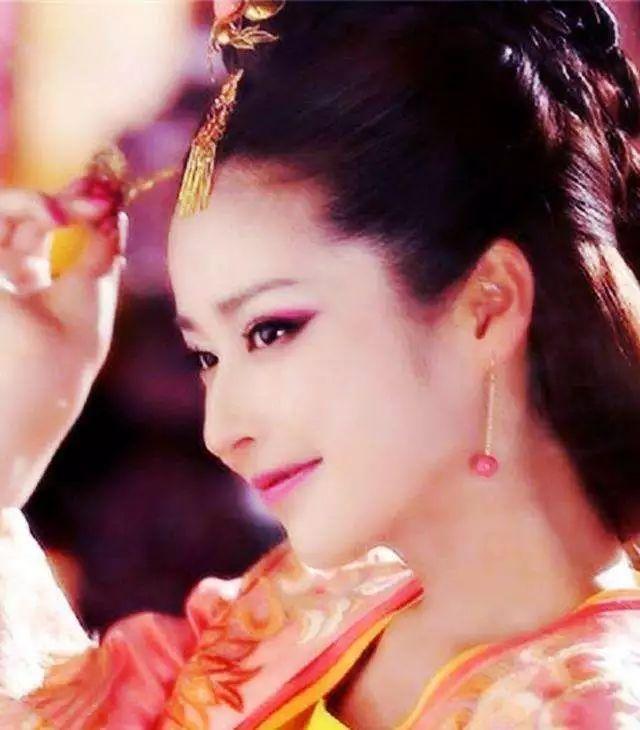 古装剧女星抛媚眼有多美?刘晓庆尽显唐朝美人风范,佟丽娅最惊艳