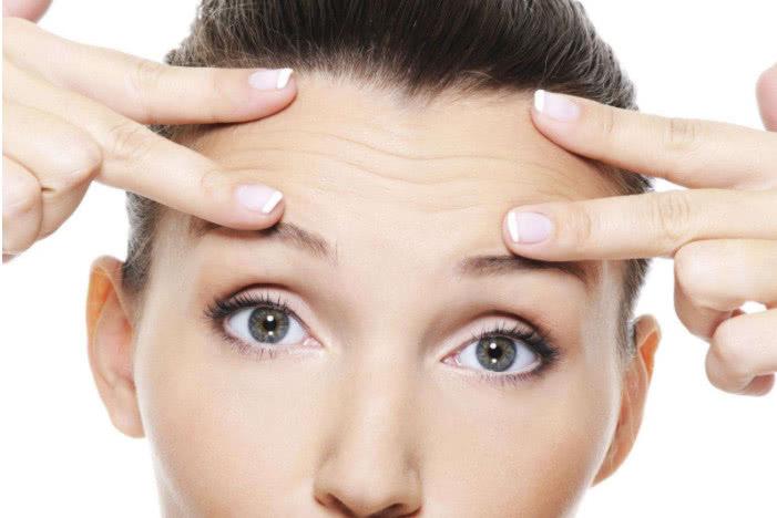 女人脸上皱纹深 常拿 它 当水喝,抗皱紧肤清毒素,体重缓缓降