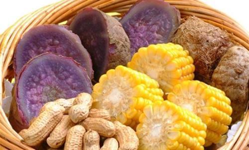怎样预防肠癌?多吃菜少吃肉吗?营养师:很多人忽略了重要的一点