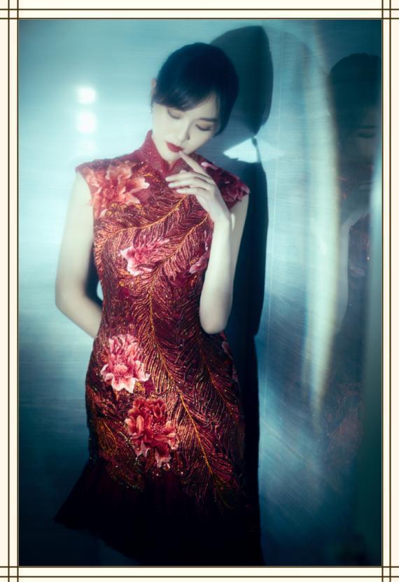终于get到了唐嫣的美!一袭红色刺绣旗袍太惊艳,美得人移不开眼