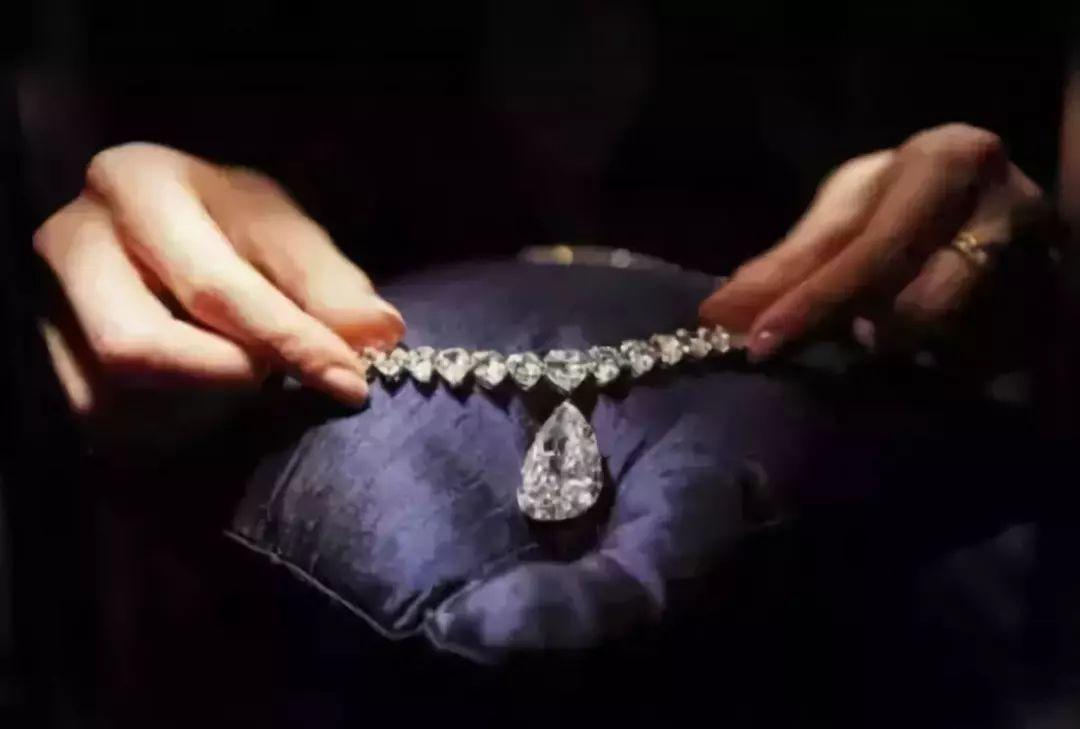 蓝色钻石首饰图片