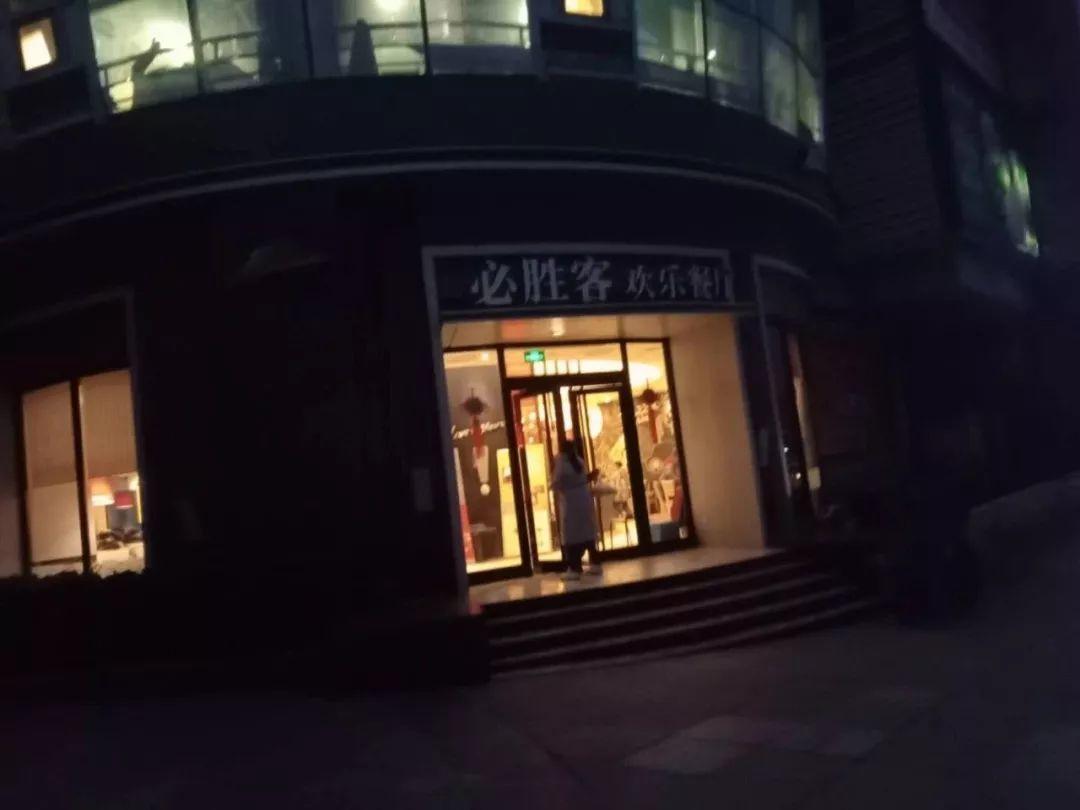 烟台时代广场夜市照片