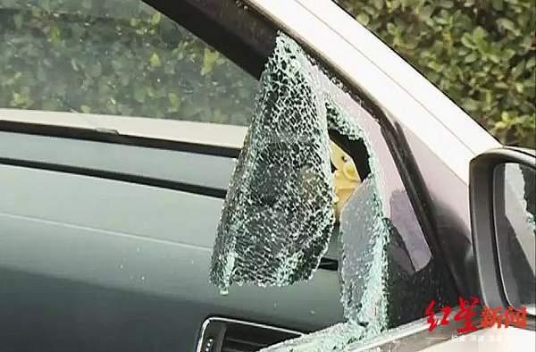 一夜间乐山9辆车车窗被砸竟为偷电瓶,两嫌疑人被刑拘