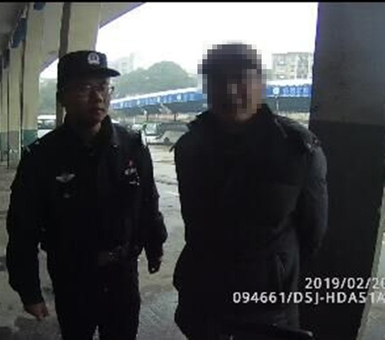 """岳阳:""""江湖游骗""""十余载,潜逃途中被铁警擒获"""