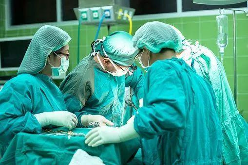 未婚女孩6年做17次流产,子宫薄如纸!医生都看不下去了……