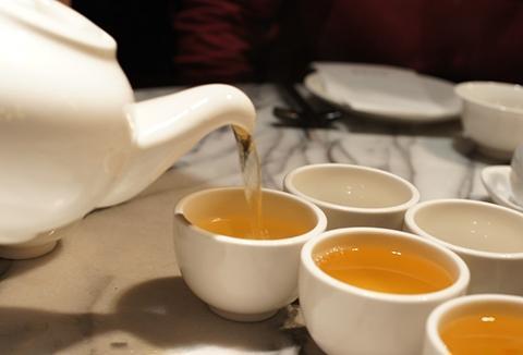 """隔夜茶有毒,隔夜茶""""致癌""""?2点分析告诉你到底能不能喝隔夜茶"""