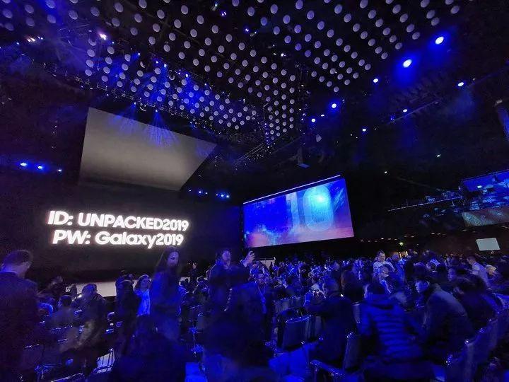 三星 One UI 体验:颜值高,大屏爽,会是最佳用的手机体系吗?