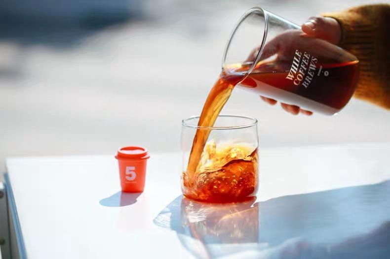 拿下峰瑞千万级投资:他把杯装速溶咖啡做成电商爆款 卖至8元/杯