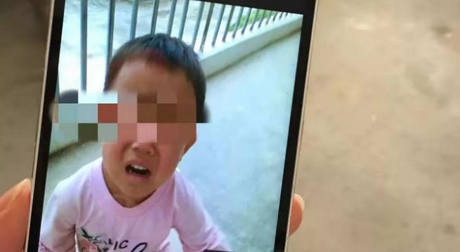 继父的阴谋_4岁女童因尿裤子遭继父暴打后致死被埋荒山!