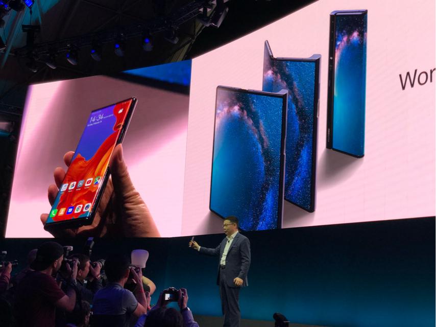 华为发布首款5G可折叠手机Mate X:价高达一万七 预计今年6月开卖