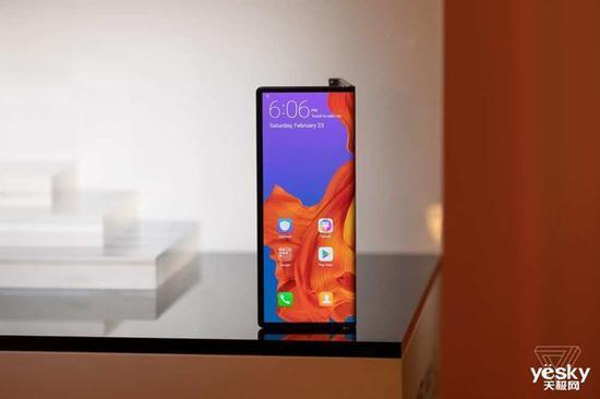 折叠屏手机哪家强?华为与三星折叠屏手机技术对比