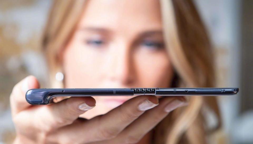 前所未见!华为发布首款5G可折叠智能手机Mate X