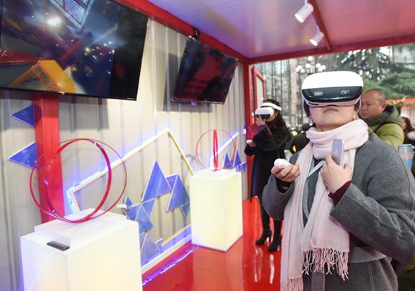 麒麟剧社一票难求?不妨戴上VR来一次最新潮的戏