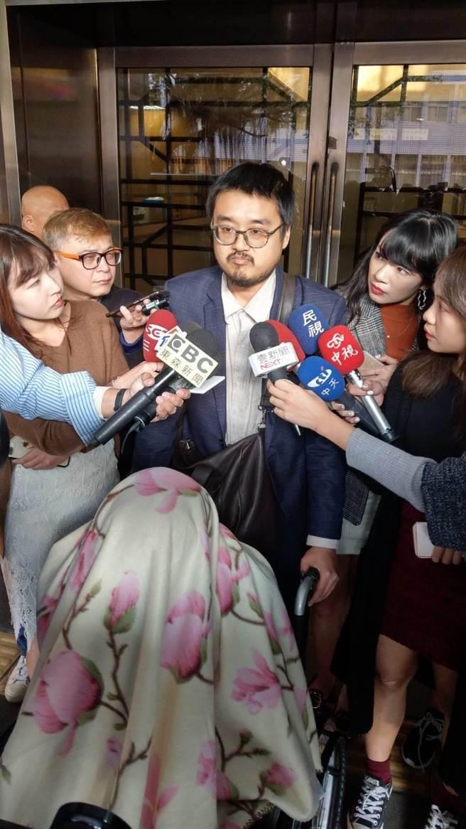 曾诈骗前总统陈水扁 黄琪再涉案 坐轮椅盖毯子出庭