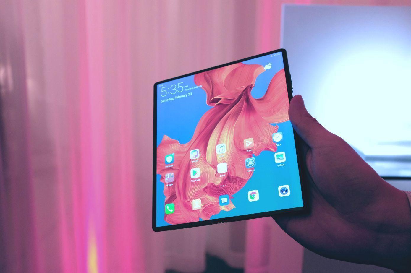 MWC 2019 开幕,5G 和可折叠手机来了|早 8 点档