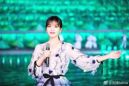 美丽田园代言人刘涛春晚表演之后太累没换装直接睡地上,网友宣称