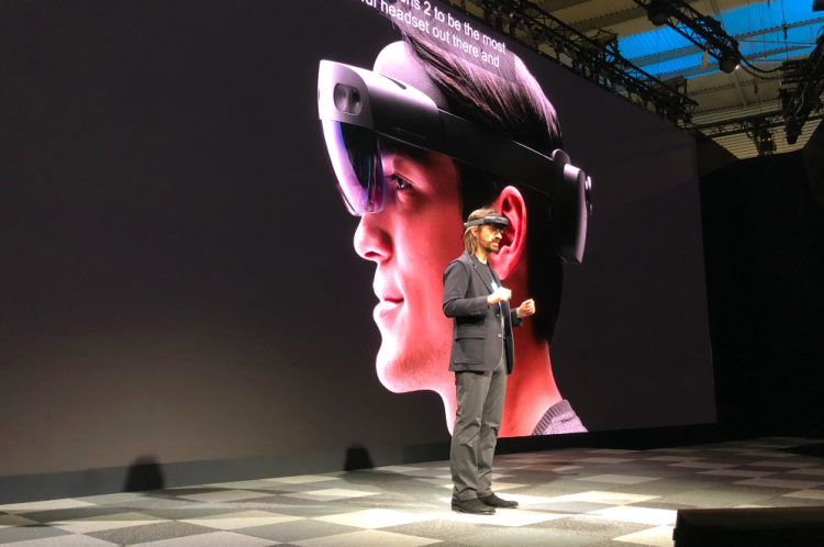 微软重返巴塞罗那MWC正式宣布的产品HoloLens 2,一款混合现实设备