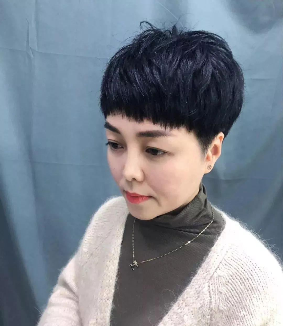 """[2019中年女性流行""""蓬松盖盖头"""",时尚,修颜,显年轻]图片"""