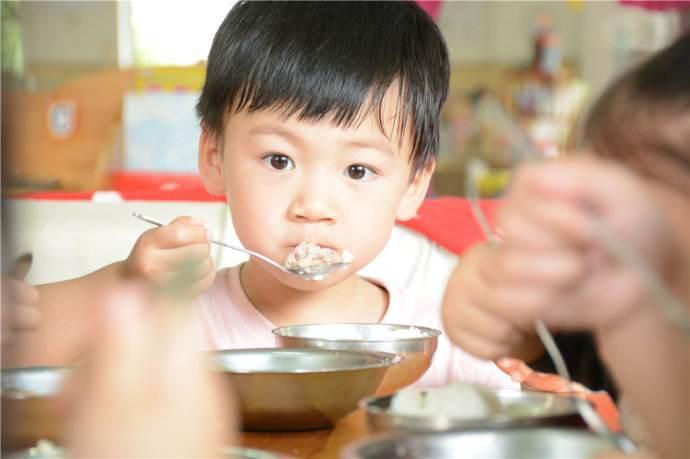 想让孩子智商胜人一筹,这四种食物不要给他吃,影响智力发育