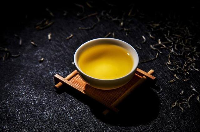 2019年第一泡香茗,教你三招轻松识别香精茶!