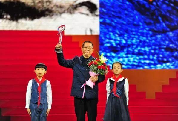 张渠伟迹及颁奖词之2019感动中国十大人物