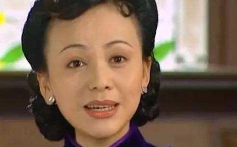 """48岁""""雪姨""""王琳大秀瑜伽照,凹凸有致柳腰花态,中年女星也辛苦"""