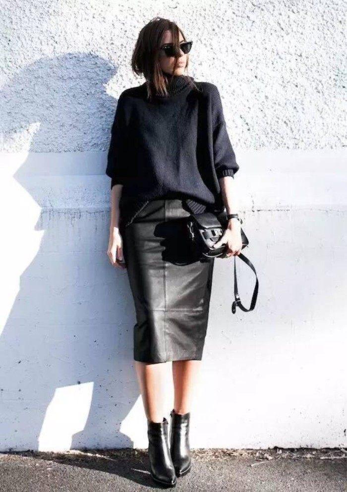 48歲許晴現身活動, 皮裙搭配皮褲化身「黑寡婦」, 網友: 氣質爆表如少