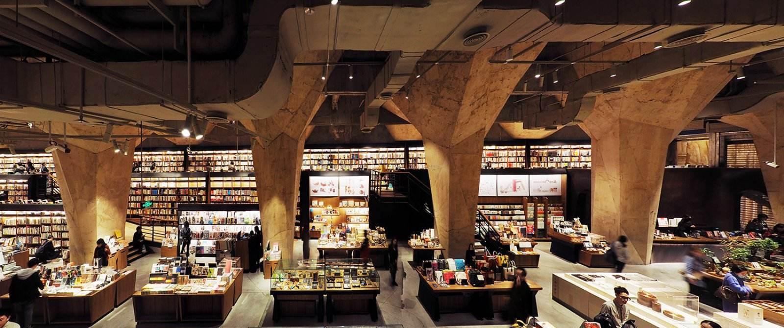 南京新华书店_新一线城市几乎都有一个排队的喜茶,拍照比看书人多的钟书阁 ...