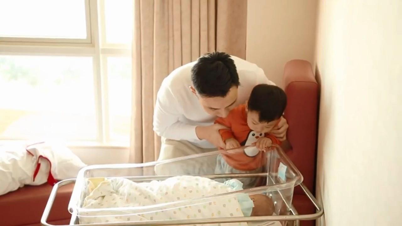 12年港姐冠军张名雅喜得6斤宝宝:漂亮到不像刚刚生完两天的人!