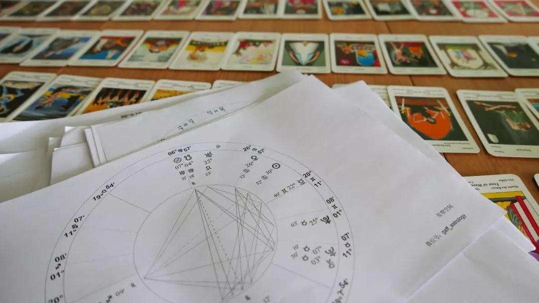 整合现代占星学与古典占星学的课程 成为自己的师