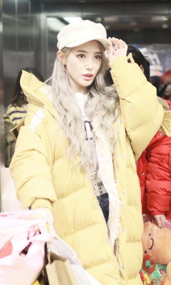 戴萌换上洋娃娃发型,肤色竟白10个度,美得不像真人