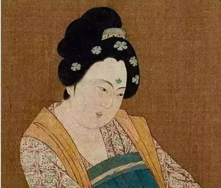 说到唐朝就是以胖为美,今天来点新鲜的:女性穿衣尺度图片