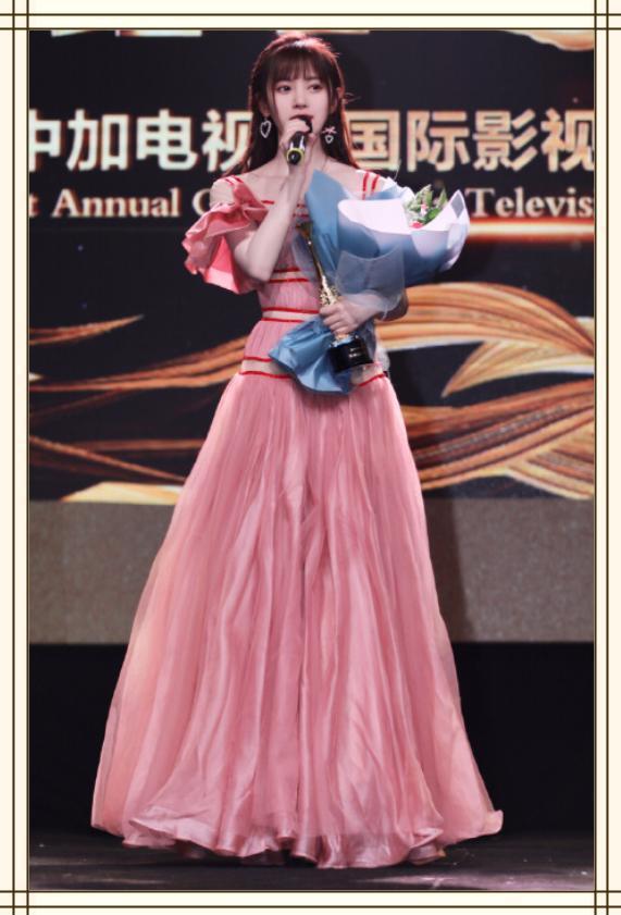 鞠婧祎终于高调,一袭粉色礼服清甜可人,四千年美女果然名副其实