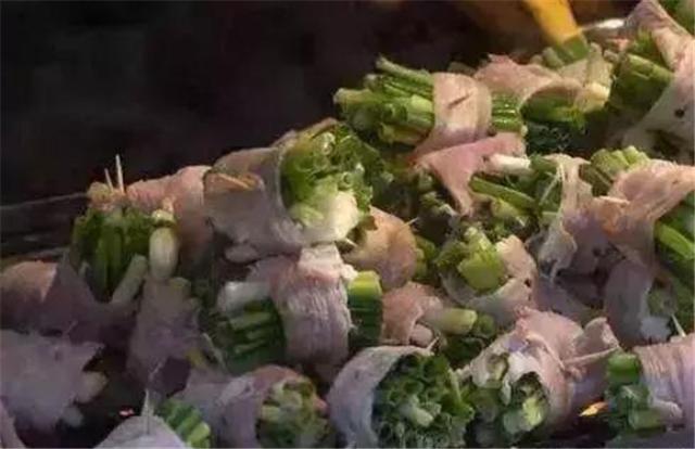 可以用黑胡椒碎和海盐及干红腌制待用
