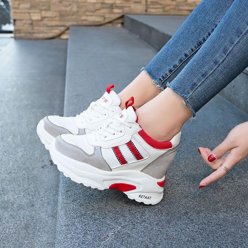 时尚女鞋轻巧时髦,妹子穿上,让你约会逛街不会一下子累脚哦