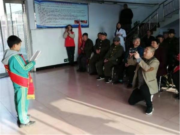践行雷锋精神 争做美德少年 ----唐山燕山路学生慰问光荣院老兵
