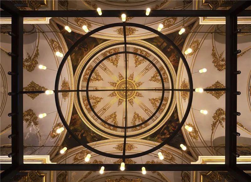 Carmen修道院用灯光演绎十七世纪宗教建筑原形