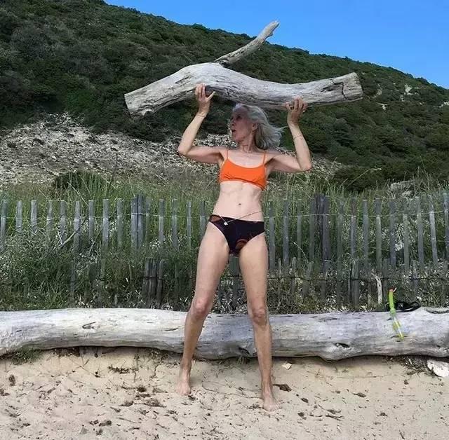 60岁的年龄,25岁的身材,18岁的青春思想,她以高龄登上Prada封面!