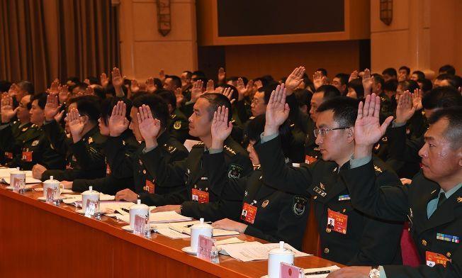 [老兵�影�]出席人大���h的解放�和武警部�代表�F成立