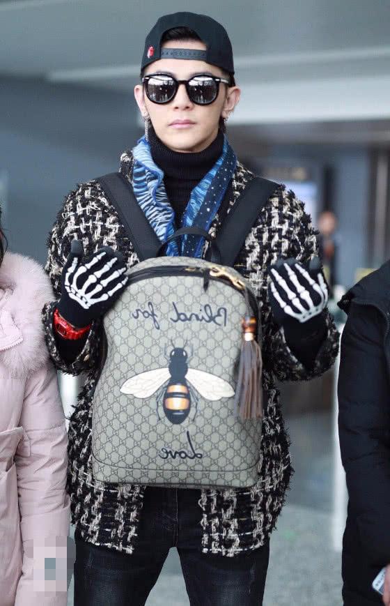 汪东城太有恶趣味,一般人不敢戴这双手套,看一眼不想看第二眼!
